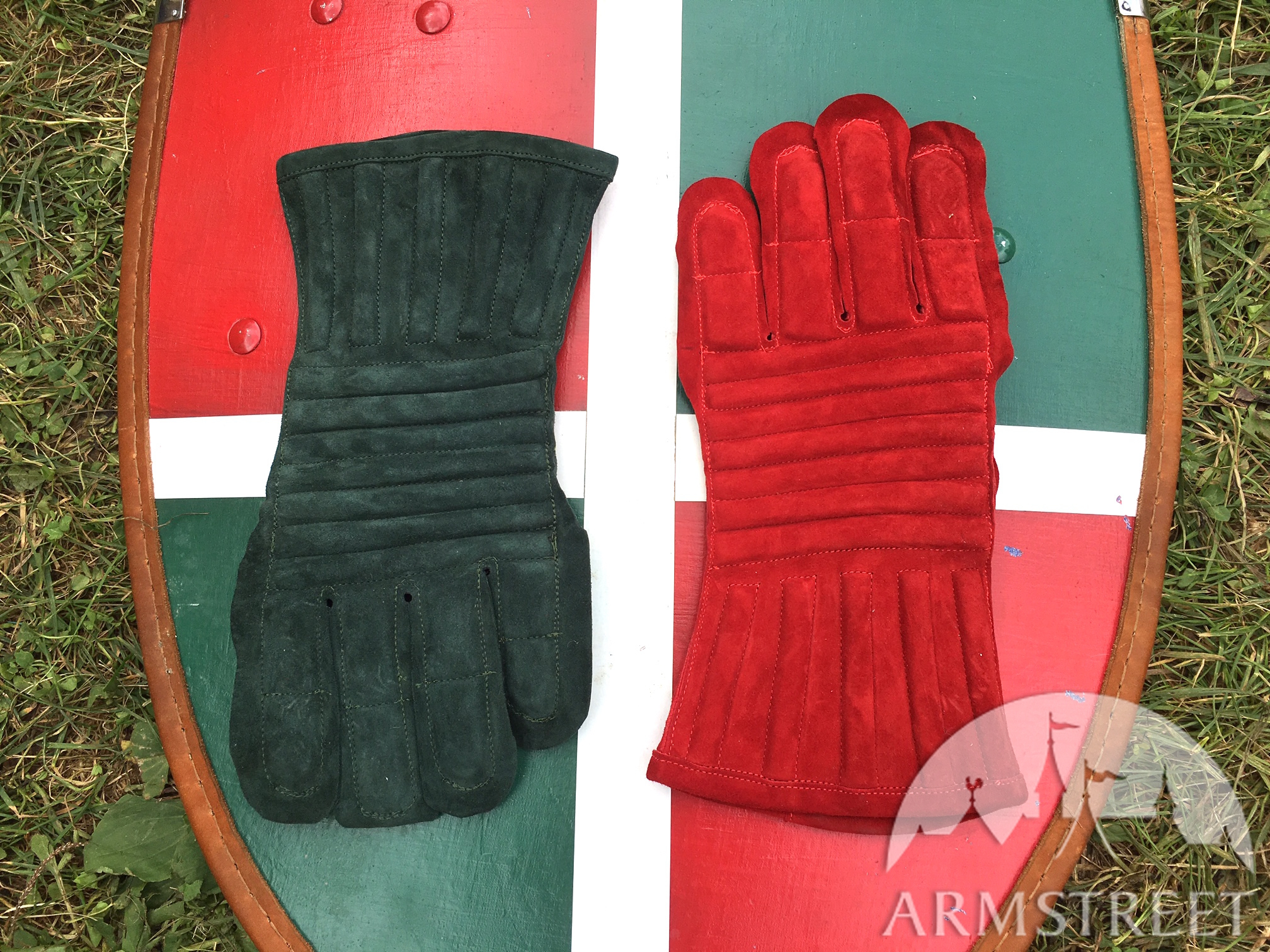 gants en cuir rembourr s vendre disponible en su de. Black Bedroom Furniture Sets. Home Design Ideas